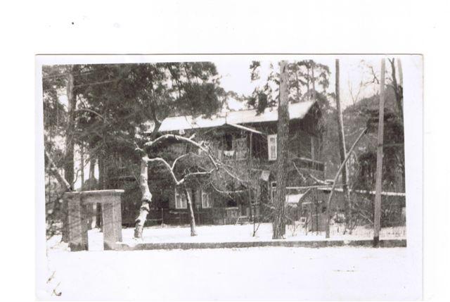 Przedwojenne zdjęcie nieistniejącej już wilii przy ulicy Filmowej (wówczas Ogrodowej) w Falenicy. Posesja rodziny Kowalików ma dziś adres Podkowy 14. Ze zbiorów p. Barbary Wizimirskiej