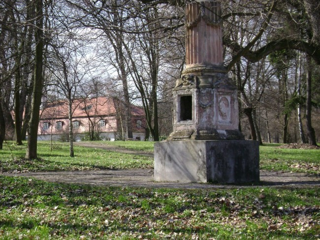 Widok pałacu w Oborach od strony parku. Fot. Albert Jankowski, 2008 r.